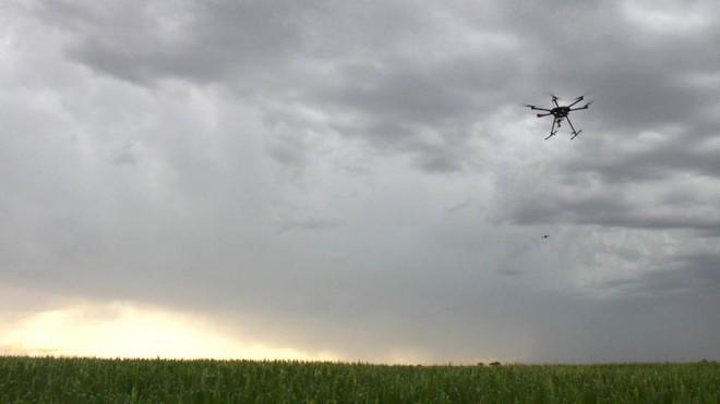 Săn bão: Xuyên vào luồng khí chực xé toạc máy bay thành từng mảnh - Ảnh 6.