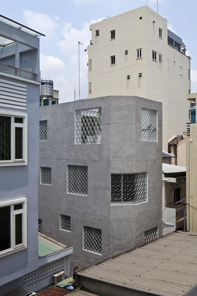 Bí mật trong ngôi nhà như lô cốt giữa Sài Gòn - Ảnh 2.