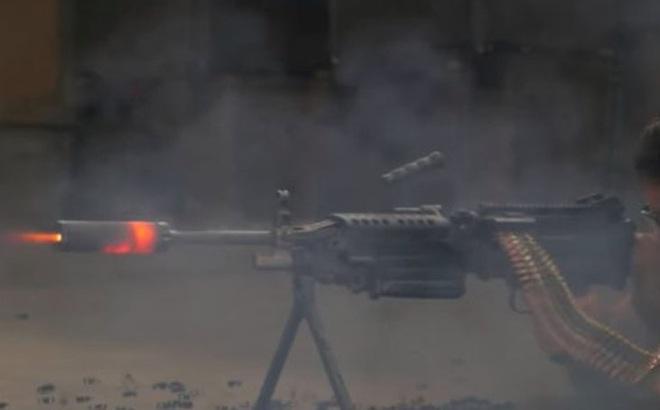 """Bắn liên tiếp 700 phát bằng súng máy M249 SAW thì ống giảm thanh có """"sống sót"""" được không?"""