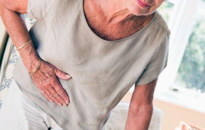 Nếu nhà bạn có người cao tuổi, nhắc họ tuyệt đối không làm 8 việc hại sức khoẻ này - Ảnh 1.
