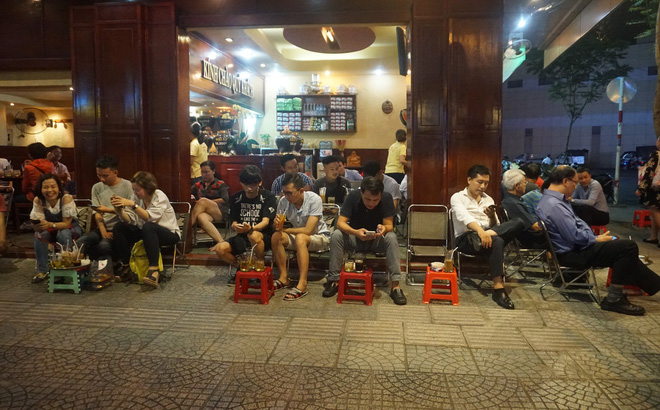 Nữ nhân viên quán cà phê Sài Gòn kể về ấn tượng khi bưng đồ uống cho Thủ tướng Canada