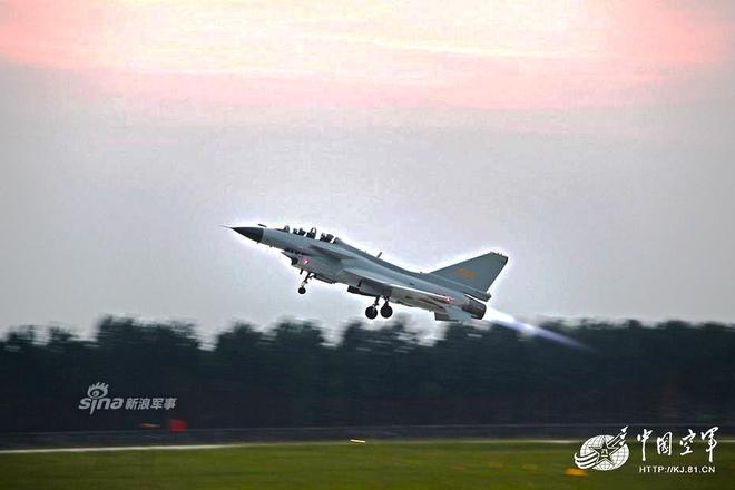 [ẢNH] Song kiếm Su-30MKK và J-10 của Trung Quốc huấn luyện tác chiến - Ảnh 10.