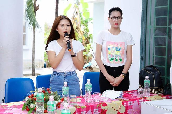 Trang Trần, Ngọc Thanh Tâm bán đồ hiệu, lấy tiền hỗ trợ dân nghèo sau bão Damrey - Ảnh 1.