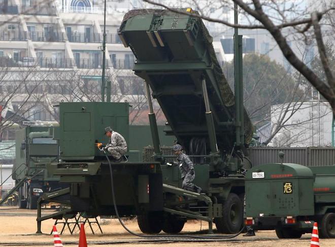 24h qua ảnh: Xe tăng NATO ồ ạt áp sát biên giới Nga - Ảnh 4.