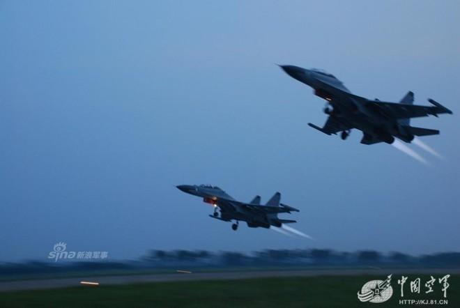 [ẢNH] Song kiếm Su-30MKK và J-10 của Trung Quốc huấn luyện tác chiến - Ảnh 12.