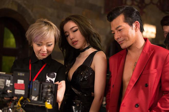 Elly Trần nóng bỏng khi đóng phim - Ảnh 7.