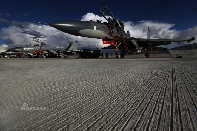 [ẢNH] Song kiếm Su-30MKK và J-10 của Trung Quốc huấn luyện tác chiến - Ảnh 13.