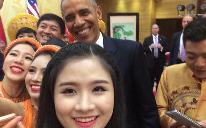 Hoàng Hậu Phương Đông, cô gái với cây Guitar Hawaii xuất hiện trong lễ đón cựu TT Obama