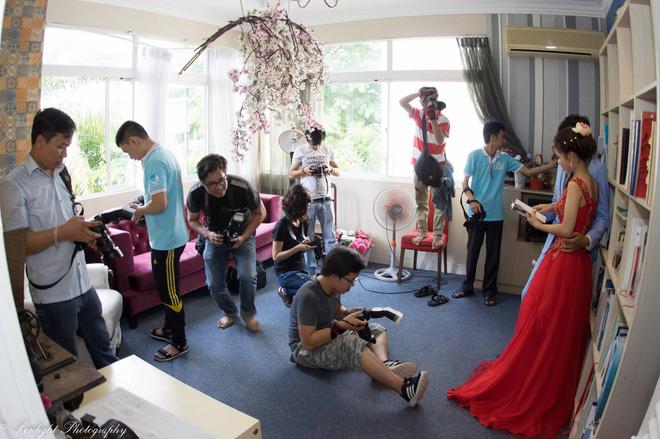 Cặp đôi nhà giàu giả nghèo để chụp ảnh cưới miễn phí và nỗi lòng của chàng nhiếp ảnh - Ảnh 6.