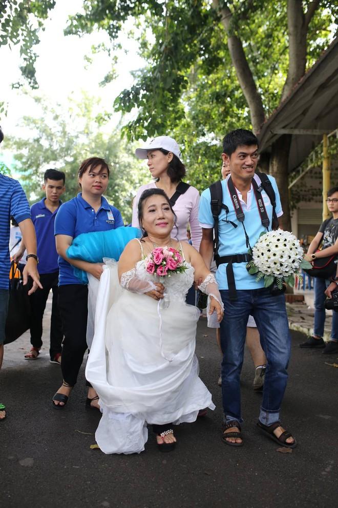 Cặp đôi nhà giàu giả nghèo để chụp ảnh cưới miễn phí và nỗi lòng của chàng nhiếp ảnh - Ảnh 5.