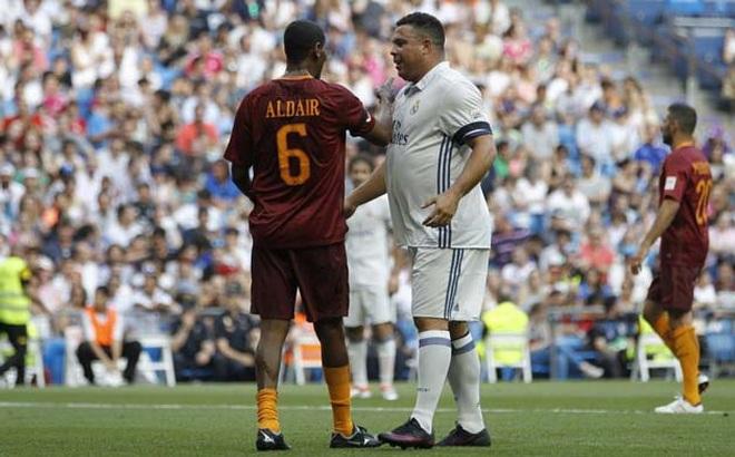 """Ronaldo """"béo"""" khệ nệ ôm bụng tái xuất trong màu áo Real Madrid"""