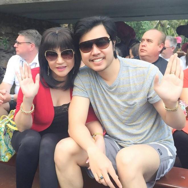 Giữa tin đồn chia tay, xem lại hình ảnh mặn nồng của Vũ Hoàng Việt với bạn gái tỷ phú U60 - Ảnh 12.