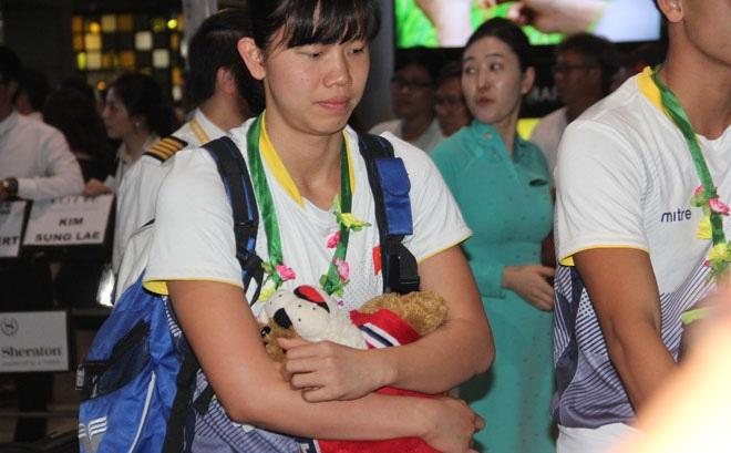 Lí do khiến Ánh Viên buồn khi đặt chân về đến sân bay Tân Sơn Nhất