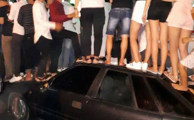 Hành động gây nhiều nhức nhối của nhóm thanh niên trong ngày lễ