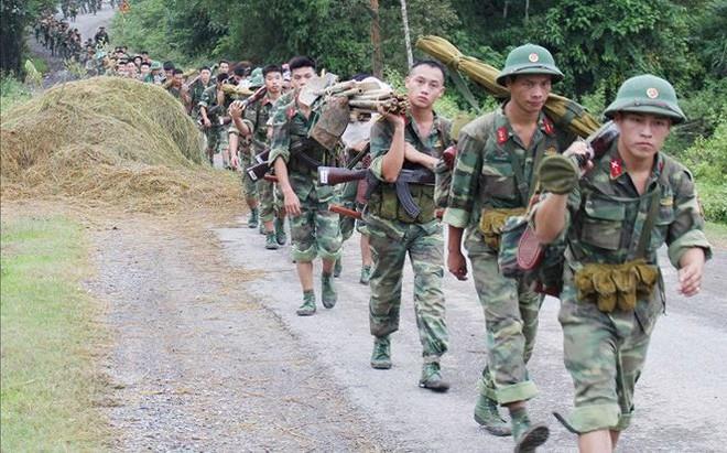 Một ngày cùng các đơn vị bộ binh hành quân vào trận địa