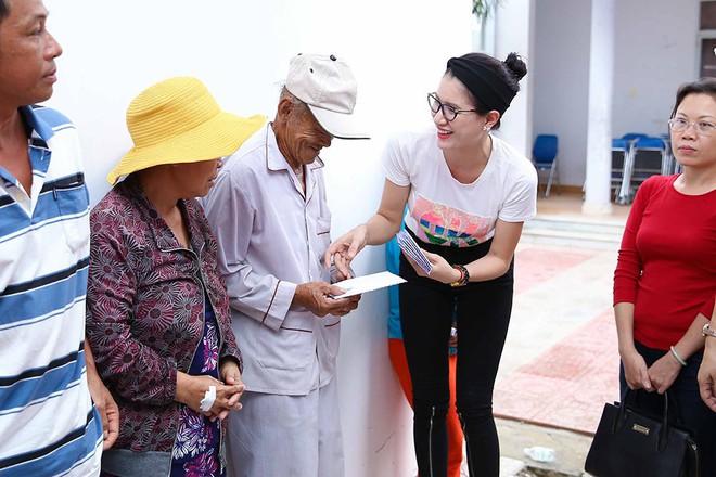 Trang Trần, Ngọc Thanh Tâm bán đồ hiệu, lấy tiền hỗ trợ dân nghèo sau bão Damrey - Ảnh 8.