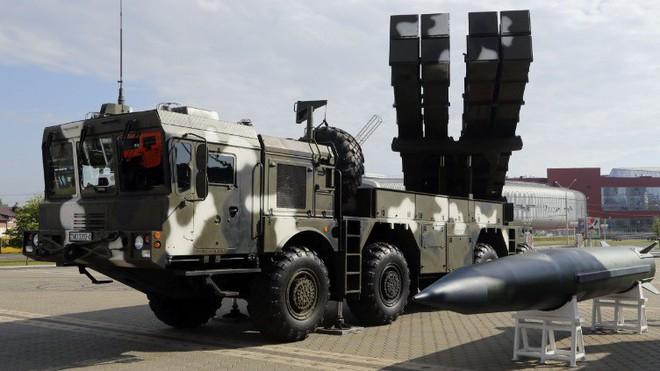 Mạnh hơn EXTRA, pháo phản lực dẫn đường bắn xa nhất thế giới của Belarus có gì đặc biệt? - Ảnh 1.