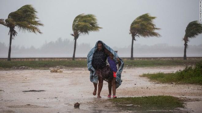 Siêu bão Irma đổ bộ như thước phim kinh dị, thổi bay nhà tù, hơn 100 tù nhân trốn thoát - Ảnh 7.