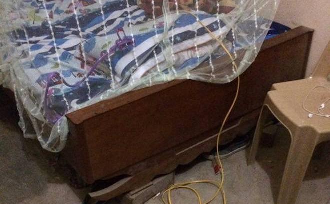 Nhân viên cây xăng bị kẻ lạ mặt lẻn vào chích điện khi đang ngủ