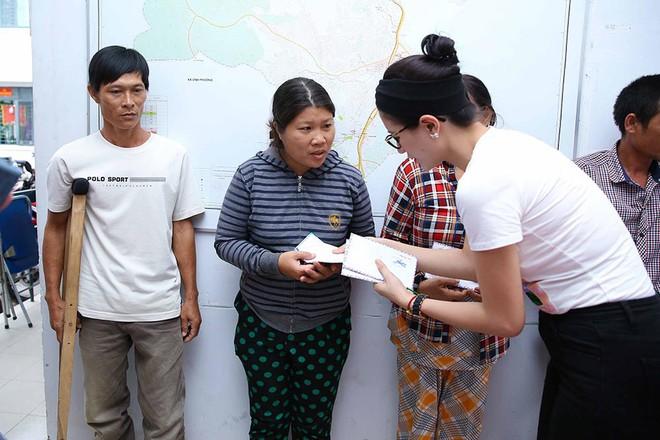 Trang Trần, Ngọc Thanh Tâm bán đồ hiệu, lấy tiền hỗ trợ dân nghèo sau bão Damrey - Ảnh 6.