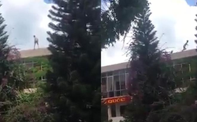 Người đàn ông leo trèo, chạy trên nóc trụ sở Công an thành phố