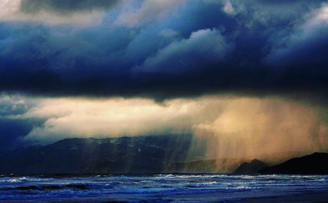 Đám mây kỳ dị trên bờ biển Anh khiến 150 người khó thở: Khoa học đang vào cuộc giải mã