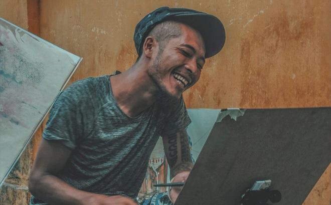 """Giải mã """"nụ cười thả ga"""" của chàng họa sĩ Hội An khiến ta xót xa"""