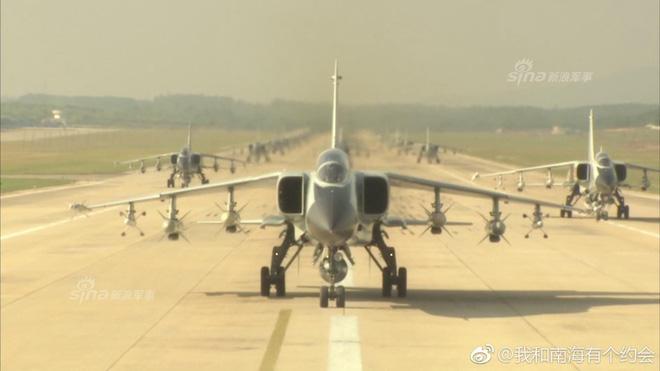 Trung Quốc đe dọa quốc gia nào ở Biển Đông khi cho JH-7 trình diễn Voi đi bộ? - Ảnh 1.