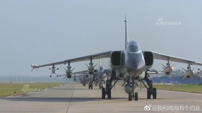 Trung Quốc đe dọa quốc gia nào ở Biển Đông khi cho JH-7 trình diễn Voi đi bộ? - Ảnh 2.
