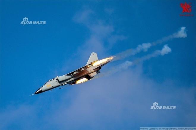 Trung Quốc đe dọa quốc gia nào ở Biển Đông khi cho JH-7 trình diễn Voi đi bộ? - Ảnh 8.