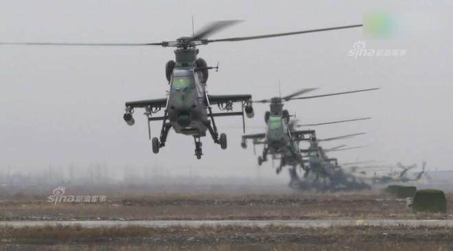 Trung Quốc rầm rộ phô trương sức mạnh phi đội trực thăng sau tai nạn của WZ-10 - Ảnh 2.