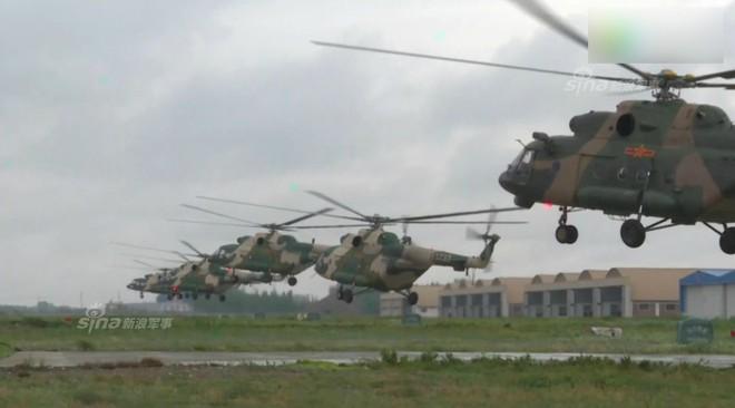 Trung Quốc rầm rộ phô trương sức mạnh phi đội trực thăng sau tai nạn của WZ-10 - Ảnh 5.