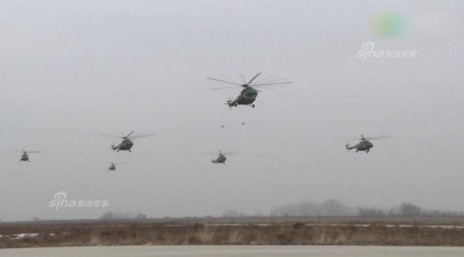 Trung Quốc rầm rộ phô trương sức mạnh phi đội trực thăng sau tai nạn của WZ-10 - Ảnh 11.