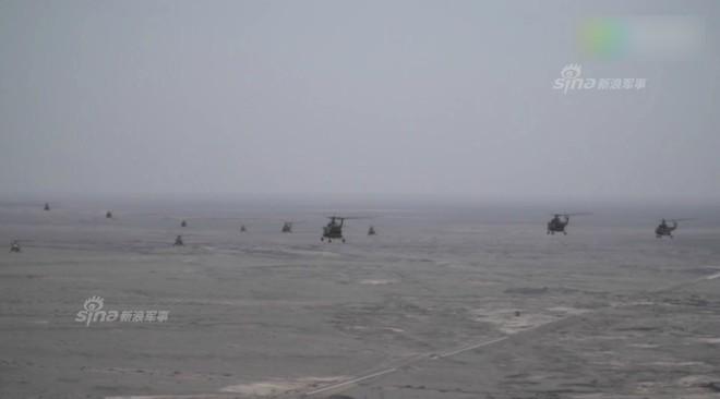 Trung Quốc rầm rộ phô trương sức mạnh phi đội trực thăng sau tai nạn của WZ-10 - Ảnh 12.
