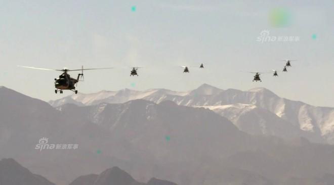 Trung Quốc rầm rộ phô trương sức mạnh phi đội trực thăng sau tai nạn của WZ-10 - Ảnh 9.