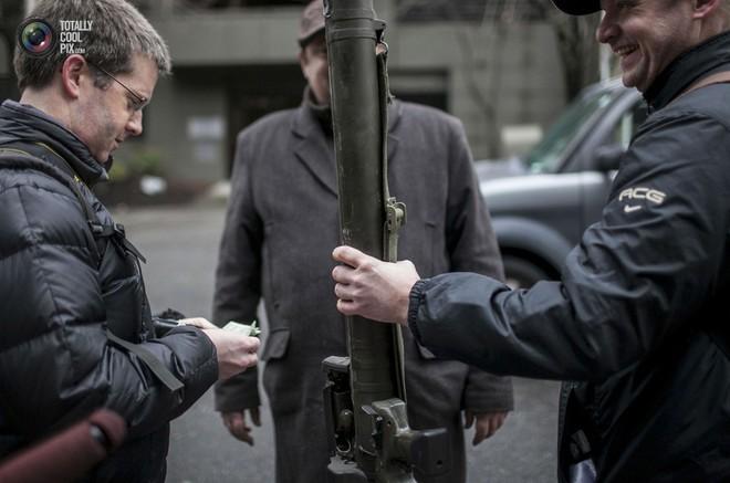 Dân Mỹ được trận cười vỡ bụng vì cảnh sát chi hàng trăm USD mua... ống nhựa chống tăng - Ảnh 4.