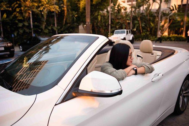 Nữ hoàng nóng bỏng Y Phụng xuất hiện bên siêu xe đắt tiền - Ảnh 3.