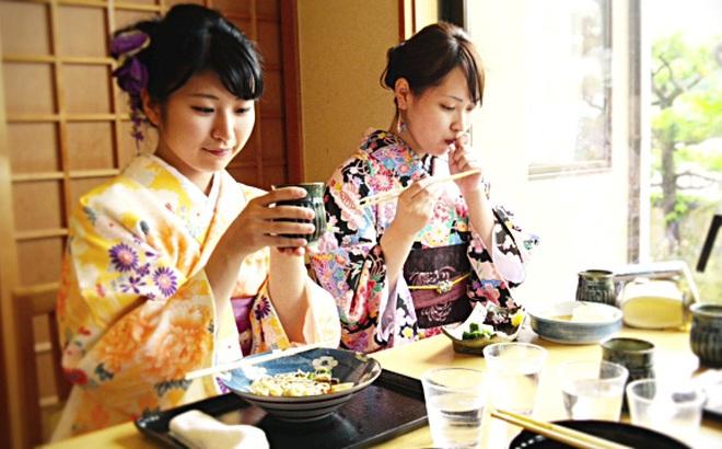 Người Nhật Bản rất coi trọng tắm nước nóng: Đây chính là một trong 4 lý do họ sống thọ