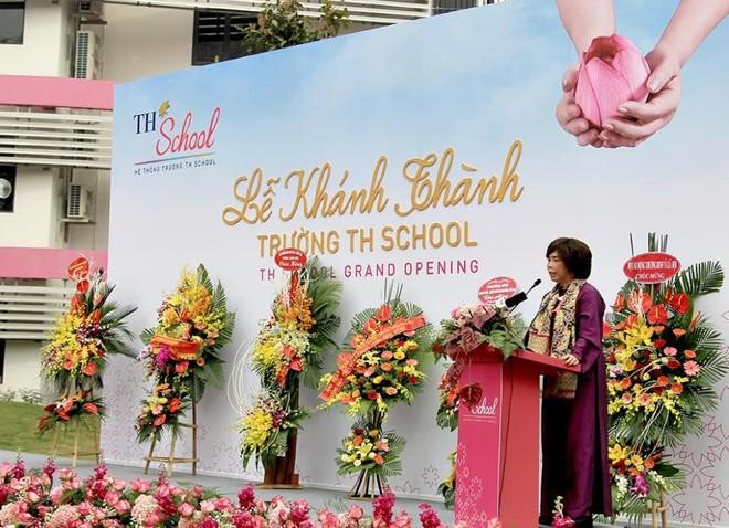 Bộ trưởng Phùng Xuân Nhạ: Tôi đánh giá cao và biểu dương tâm huyết của bà Thái Hương khi xây dựng TH School - Ảnh 2.