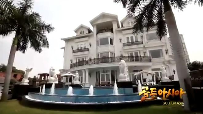 Biệt thự dát vàng và dàn siêu xe hoành tráng của bố chồng Hà Tăng lên sóng truyền hình Hàn Quốc - Ảnh 2.