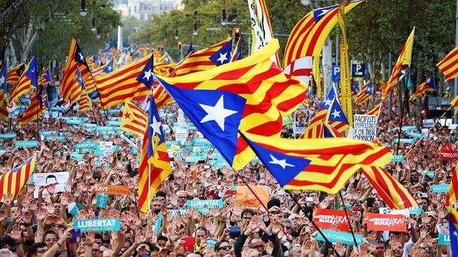 Thủ hiến Catalonia Carles Puigdemont nuôi mộng ly khai Tây Ban Nha từ thuở thiếu thời - Ảnh 1.