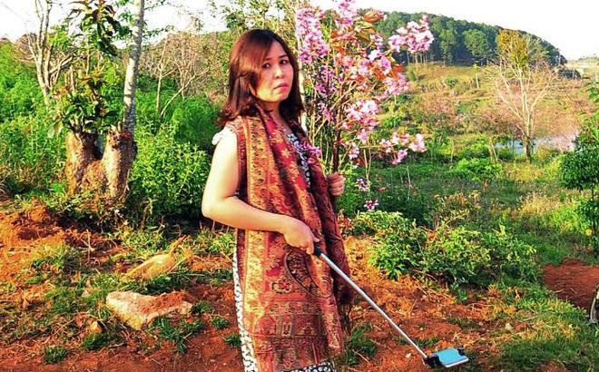 Nữ Phó giám đốc Sở bẻ hoa bị kiểm điểm và phải công khai xin lỗi