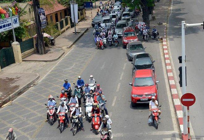 Tin mới nhất về nắng nóng kỷ lục ở Hà Nội ngày hôm nay - Ảnh 1.