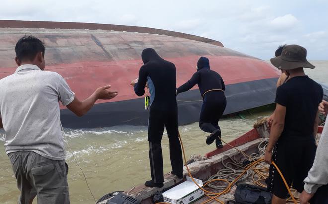 Phát hiện thi thể thuyền viên mắc kẹt trong tàu chìm dưới biển
