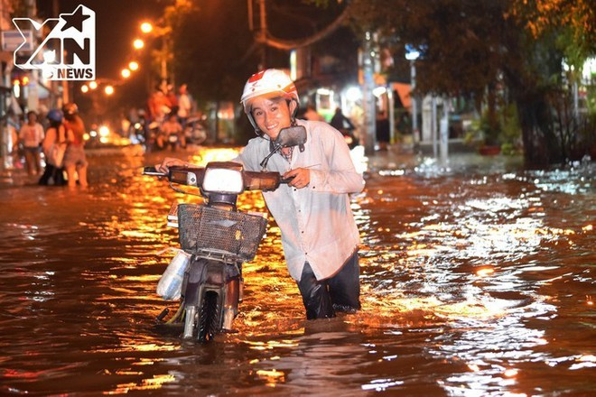 Những điều ý nghĩa về tình người chỉ có ở Sài Gòn vào những ngày mưa - Ảnh 11.