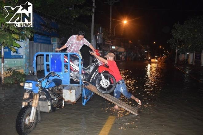 Những điều ý nghĩa về tình người chỉ có ở Sài Gòn vào những ngày mưa - Ảnh 12.
