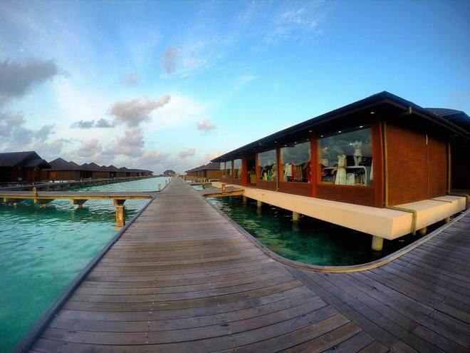 Chia sẻ Maldives không như tưởng tượng của cô gái Việt gây tranh cãi mạnh mẽ - Ảnh 1.