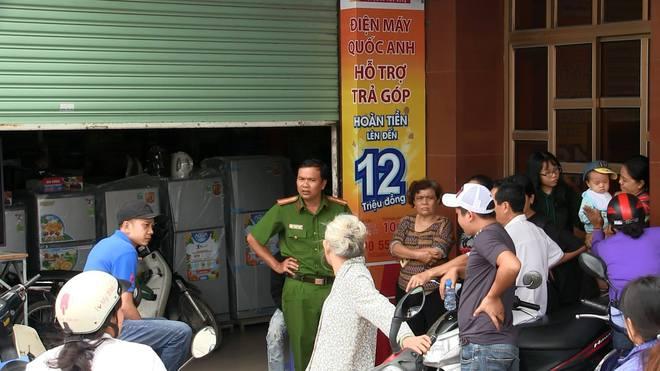 Nhân viên cầm dao đâm chết quản lý trung tâm điện máy ở Sài Gòn - Ảnh 1.