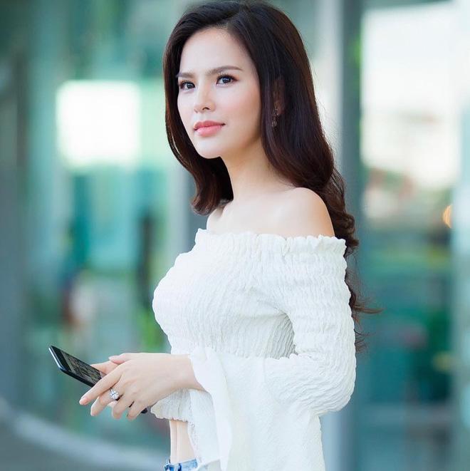 Ảnh đời thường sexy của nữ diễn viên Phi Huyền Trang - Ảnh 1.
