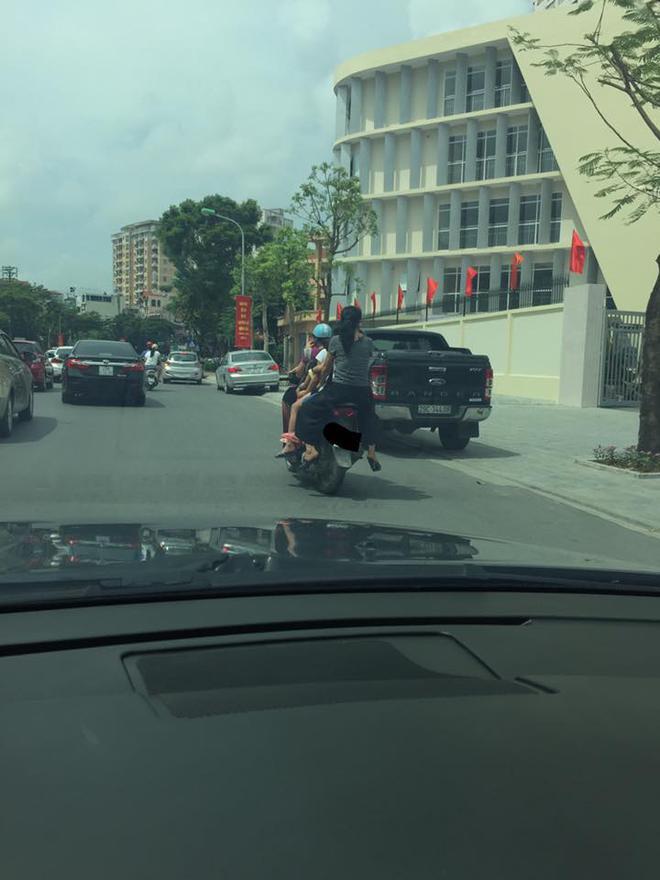 Hình ảnh người phụ nữ trên phố Hà Nội khiến cánh đàn ông tái mặt ái ngại - Ảnh 1.